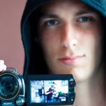 Aleksi Delikouras opiskelee Aalto-yliopistossa elokuvaohjaajaksi.