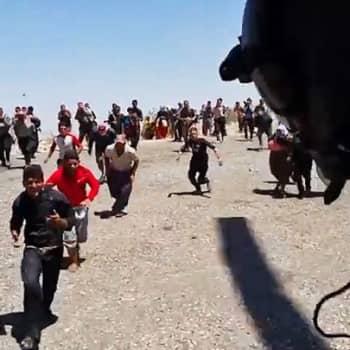 Pohjois-Irakissa jesidiväestö pakenee ääri-islamilaisten ISIS-taistelijoiden terroria.