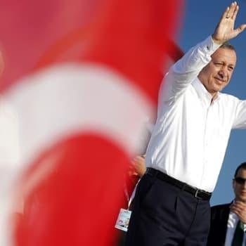 Maailmanpolitiikan arkipäivää: Pääministeri jakaa Turkin kahtia