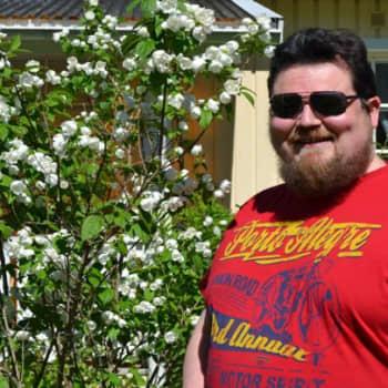 Yövieras: Pete Poskiparta taikoo ympäri maailmaa