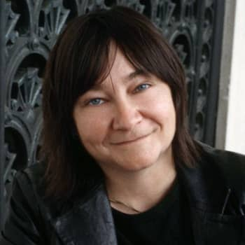 Viikon kirja: Kirjailija Ali Smithin romaanista Oli kerran kello nolla keskustelevat suomentaja Kristiina Drews ja Nadja Nowak