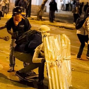 Maailmanpolitiikan arkipäivää: Ukraina ja Venezuela kuohunnan kourissa
