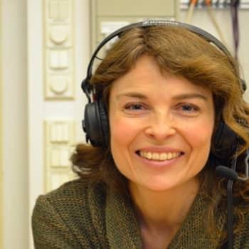 Yövieras: Irina Björklundin ensirakkaus roihuaa