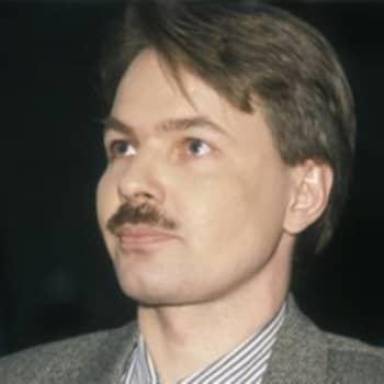 """Radiomafian Kohtaaminen: Pekka Haavisto: """"Olen leimallisesti vapaan kasvatuksen tuote"""""""
