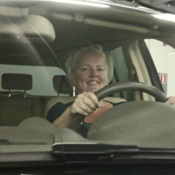 Autoradio: Autoradio testaa: Saako nainen palvelua autokaupassa?