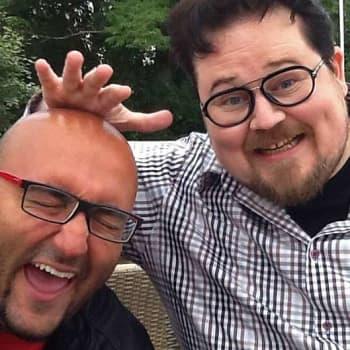 """Pete Poskiparta: """"Huumori on paras kaveri matkalla kalmistoon"""""""