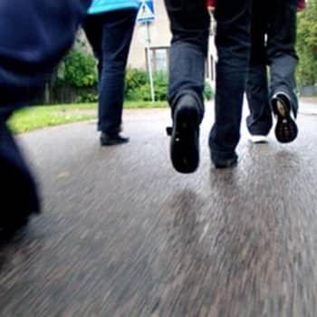 Puheen Iltapäivä: Kesäkulmilla: Kulmat tutuiksi kävellen