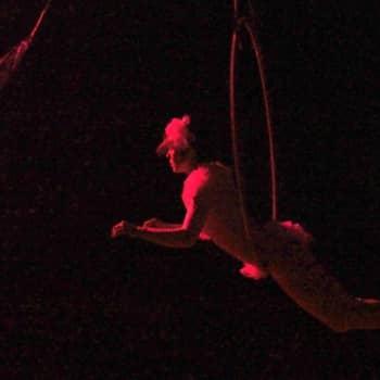Taiteilijaelämää: Sirkustaiteilija Marjukka Erälinna