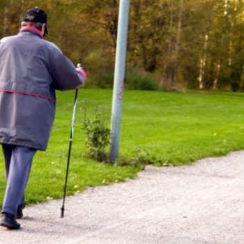Sauvakävelyllä useita positiivisia terveysvaikutuksia