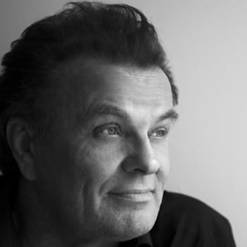 Taiteilijaelämää: Näyttelijä, laulaja ja sanoittaja Tapio Liinoja