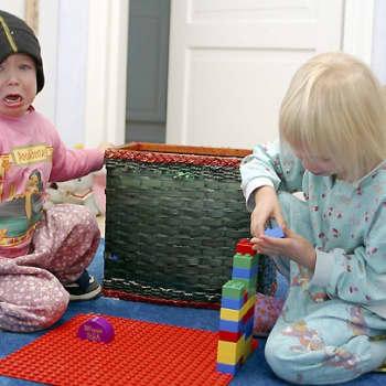 Perheen aika: Ratkaisuja haastaviin kasvatustilanteisiin