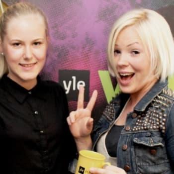 YleX Etusivu: Vieraina Vapaudu sun aatteista -kohuvideon Emmi Laine ja Nina Pajala