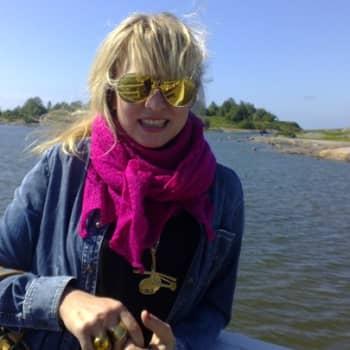 Taiteilijaelämää: Laulaja-lauluntekijä Heli Kajo