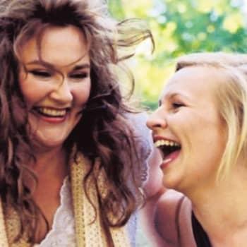 Vieraana Kumman kaa -kaksikko Anne ja Ellu (Vesaa ei kutsuttu)