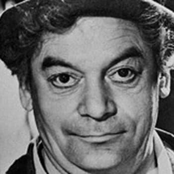Aku Korhonen kertoo teatterikiertueen iloista ja suruista (1952)