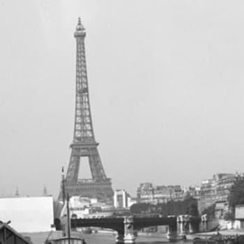 Eiffel-tornin juurella
