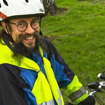 Suomen radio .: Matti Rämö polkupyörällä Islannissa 7.7.2011