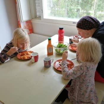 Vegaaniruoka koulussa ei ole itsestäänselvyys - 13-vuotias Nanna Holopainen kertoo, miltä tuntuu jäädä ilman lämmintä lounasta