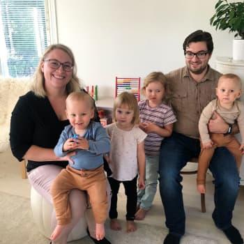 Full rulle i tvillingfamiljen Lindell