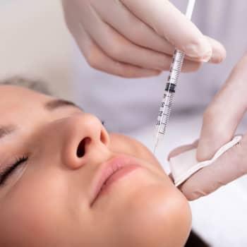 """Plastikkirurg varnar: """"Vem som helst kan idag ge riskabla kosmetiska behandlingar utan utbildning"""""""