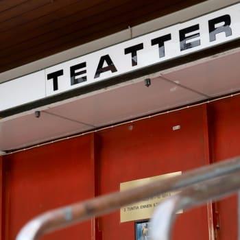 Kuka saa esittää ketä teatterissa?
