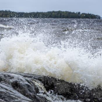 Stormen Aila drog över Östnyland: Fler räddningsuppdrag än under en vanlig storm och 32 kunder som väntar på el på Haxalö