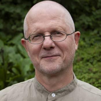 Omsorgsprästen Claus Terlinden förklarar varför frågan om att förnya bibelspråket väcker starka känslor