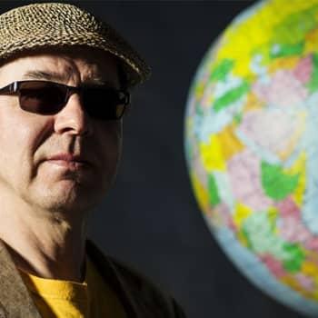 Japanilaisia kansanlauluja tutummilla rytmeillä beguinesta boogaloohon ja reggaesta cumbiaan – Tokiolainen 10-henkinen Minyo Cru