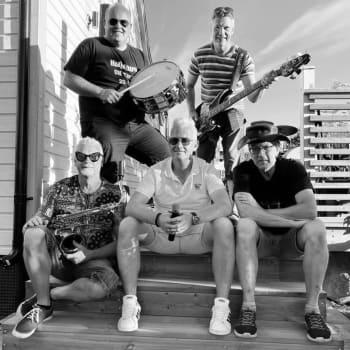 Svenska Holidays har trummis från Malax