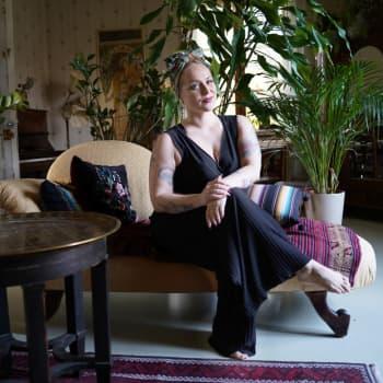Ulrika Bachér från Täkter i Ingå berättar om burleskdans