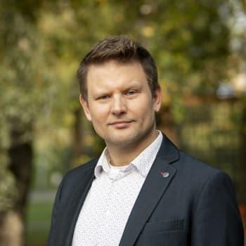 """Olavi Koistisen romaanista löytyy tekoälyn ja oman """"luhistin""""-nimisen tietokoneohjelman tuottamaa tekstiä"""