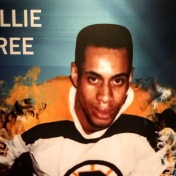 """""""Det enda svarta som hör hemma i rinken, är pucken!"""" - ett program om hockey och rasism"""