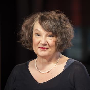 """""""Hiljaisuus seksuaalirikosten ympärillä rikkoo kaiken"""", sanoo Monika Fagerholm"""