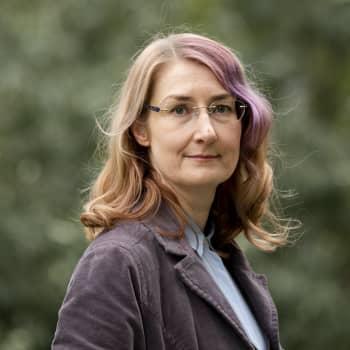 """Emmi Itäranta: """"Kirja syntyi havainnosta, että ihmiskunta on alkanut tuntea surua kotiplaneettamme menettämisestä."""""""
