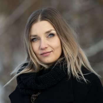 Laura Gustafsson haluaa purkaa valkoisuuden normia suomalaisessa kirjallisuudessa