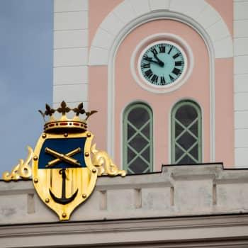 Stränga coronarestriktioner i hela Nyland förargar – Lovisa går sin egen väg och låter bli att stänga bibliotek och ishall