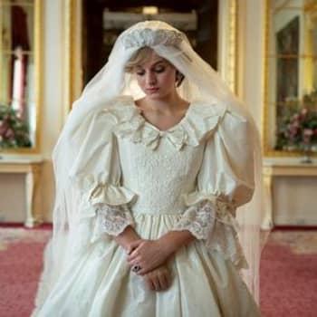 The Crown-sarjassa kultainen häkki heilahtaa - vääristelläänkö historiaa prinsessa Dianan ja prinssi Charlesin osalta?