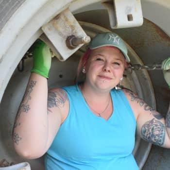 YLE Turku: Nuori nainen traktorin ratissa jaksaa aina vaan kummastuttaa