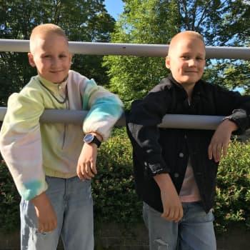 """Poptähdet Eino ja Aapeli: """"Tytöt hurmataan hyvillä käytöstavoilla"""""""