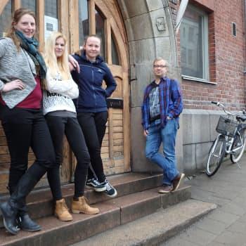 YLE Turku: Työttömät nuoret rohkaistuvat teatteripajassa – malli monistettavaksi muuallekin