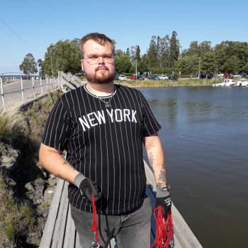 Sommartrend: att fiska skrot med magnet