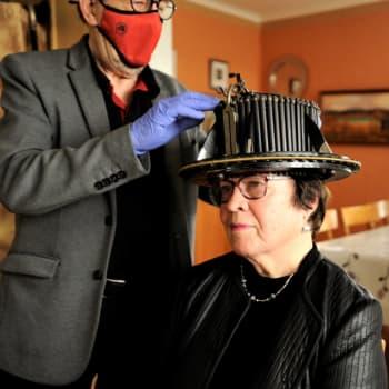 Att få doktorshatten som pensionär - Anna-Greta och Britta doktorerade efter avslutat arbetsliv