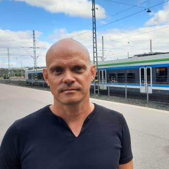 """""""Jag tror inte vi kommer att dela ut munskydd till passagerarna"""" - kollektivtrafiken drabbas hårt av coronakrisen"""