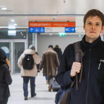 """Yle Huvudstadsregionen: """"Det blir lättare för förarna att hålla tidtabellerna"""" - Spårvagnsförare Tony From behöver inte längre sälja biljetter"""