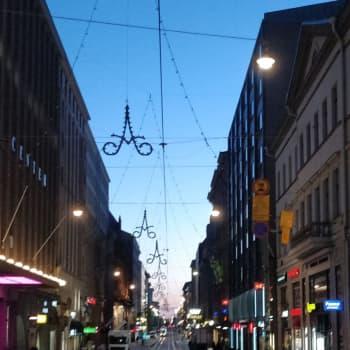 Julen invigs också i år i Helsingfors - men när Alexandersgatans lampor tänds är hemligt