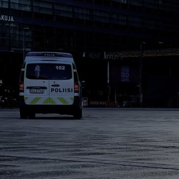 """Unga i Helsingfors känner sig otrygga: """"Jag brukar ringa någon ifall det är mörkt då jag ska gå hem"""""""