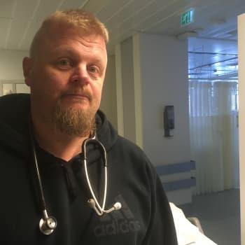 """Leikkaushoitaja Jyri Hiltunen: """"Suomalainen erikoissairaanhoito on voittajajoukkue, jota ei pidä lähteä turhaan uudistamaan"""""""