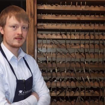 Kirjansitoja ja kirjojen restauroija Tomi Lappalainen jatkaa arvokasta käsityön perinnettä - työ myös tuntuu tärkeältä