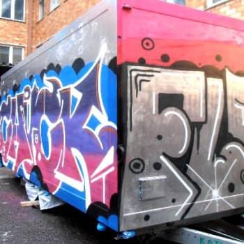 YLE Helsinki: Katutaidevaunu rullaa kaupunkilaisten käyttöön