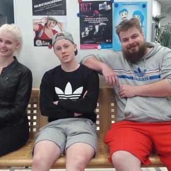 YLE Helsinki: Koulutusleikkauksista kärsineet lähihoitajat huolestuvat alansa tulevaisuudesta